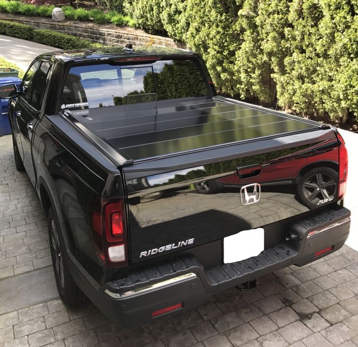 Learn about Peragon's retractable truck tonneau covers here. Peragon truck bed covers quickly fold and can be removed for easy access to your truck bed.