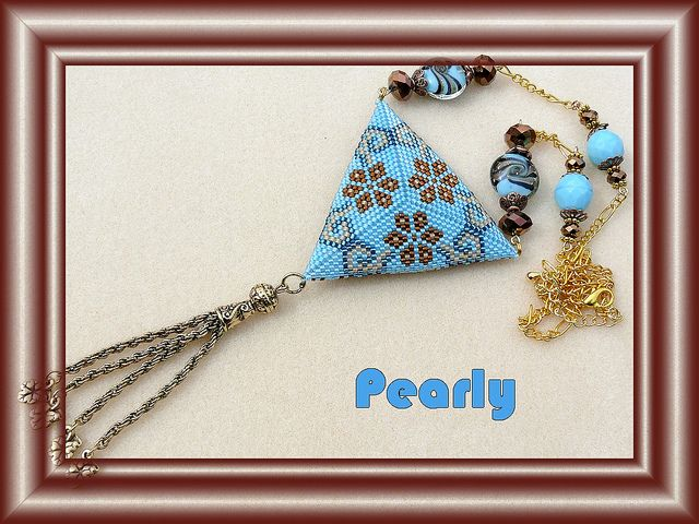 triangle réversible bleu verso by pearly beads
