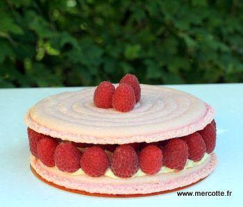 mousseline vanille rose + litchi + framboises = ispahan  / ajouter eclats d'amandes !