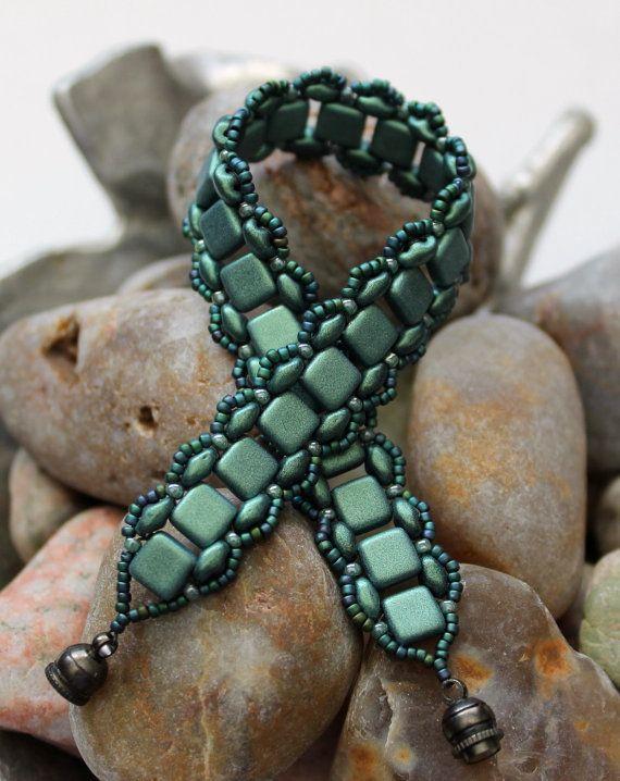 Tegola Czechmate e Superduo bracciale; Perlina di tessitura; Banda bracciale; Bracciale turchese; Bracciale verde; Bracciale di mattonelle; Bracciale superduo                                                                                                                                                                                 More