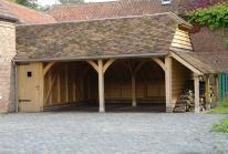 Royaal  poolhouse  met verschillende functies. Het ruime  overdekte terras  is voorzien van een bar met buitenkeuken, voorzien van alle gemakken.