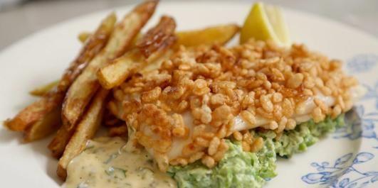 TORSK PANERT MED PUFFET RIS: Slik panerer Rachel Khoo torsk. Med puffet ris. Har du sett på maken
