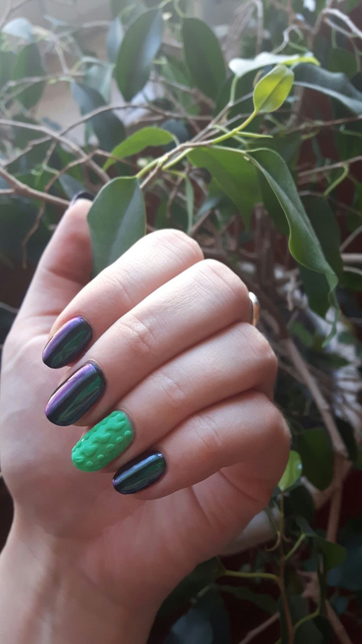 Semilac bright emerald, diamond black and indigo chameleon effect