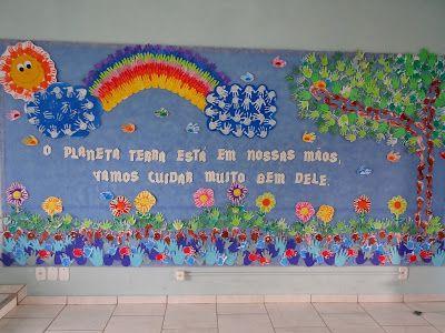 Painel primavera, arte com as mãos. Realizado comunitariamente com todas as turmas da escola através do carimbo com as mãozinhas das crianças,