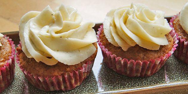 Skønne små gulerodsmuffins med en svampet konsistens og en lækker flødeosteglasur.