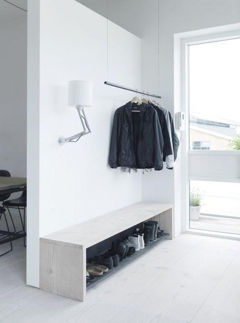 Att platsbygga ett skoställ som även fungerar som bänk är både enkelt och snyggt. http://www.elledecoration.se/11-inspirerande-tips-med-hallen-i-fokus/