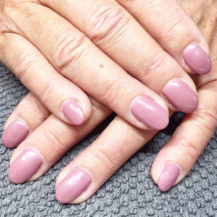 Fantastisk färg! #silkmarket #adelesnagelmakeri #ompysslad #naglar #nails #nailart #pronails #naildesign #gelnails #pronailssweden #pronailssverige