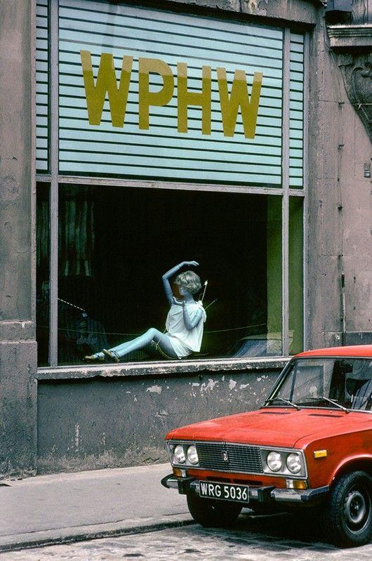 Shop window in Wroclaw, 1982 - Chris Niedenthal