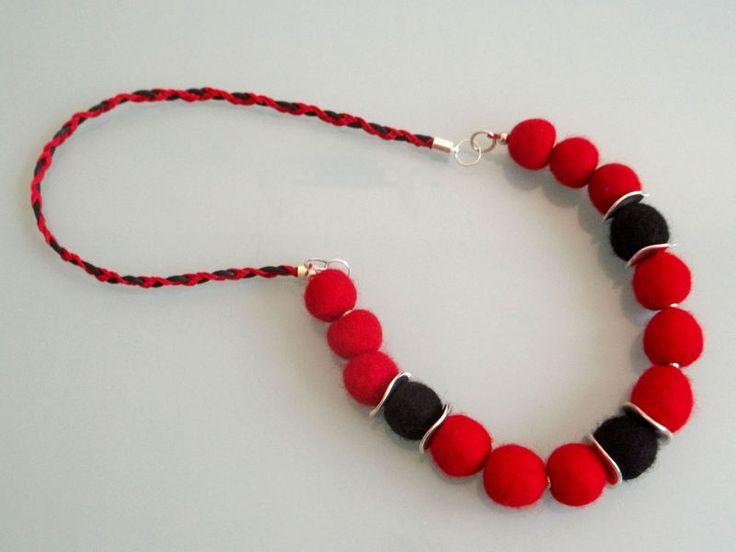 tradycyjnie w czerwieni i czerni w Blanka Needlework Studio na DaWanda.com