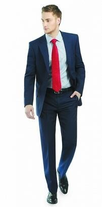 Синий мужской костюм красный галстук фото