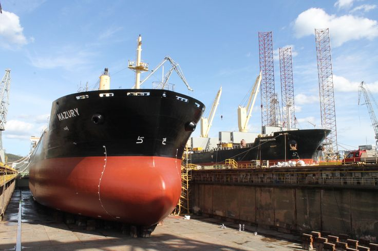 Bulk Carrier Mazury in dry dock SD I photo: J. Staluszka