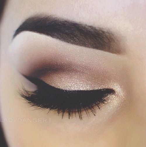 Golden champagne shimmer, brown gradient crease, sharp winged eyeliner and sparkly inner corner