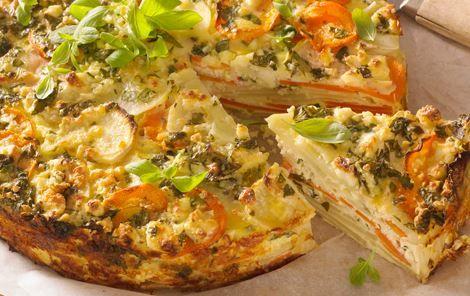 Lækker tærte i lag med rodfrugter, det perfekte valg som tilbehør til vinterens retter.
