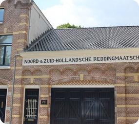 Het voormalige botenhuis van de Reddingsmaatschappij is omgetoverd in een unieke en veelzijdige locatie voor iedere gelegenheid.
