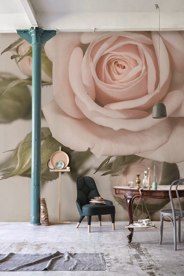 Sophisticated and elegant. This rose wallpaper adds a feminine touch to your interiors.