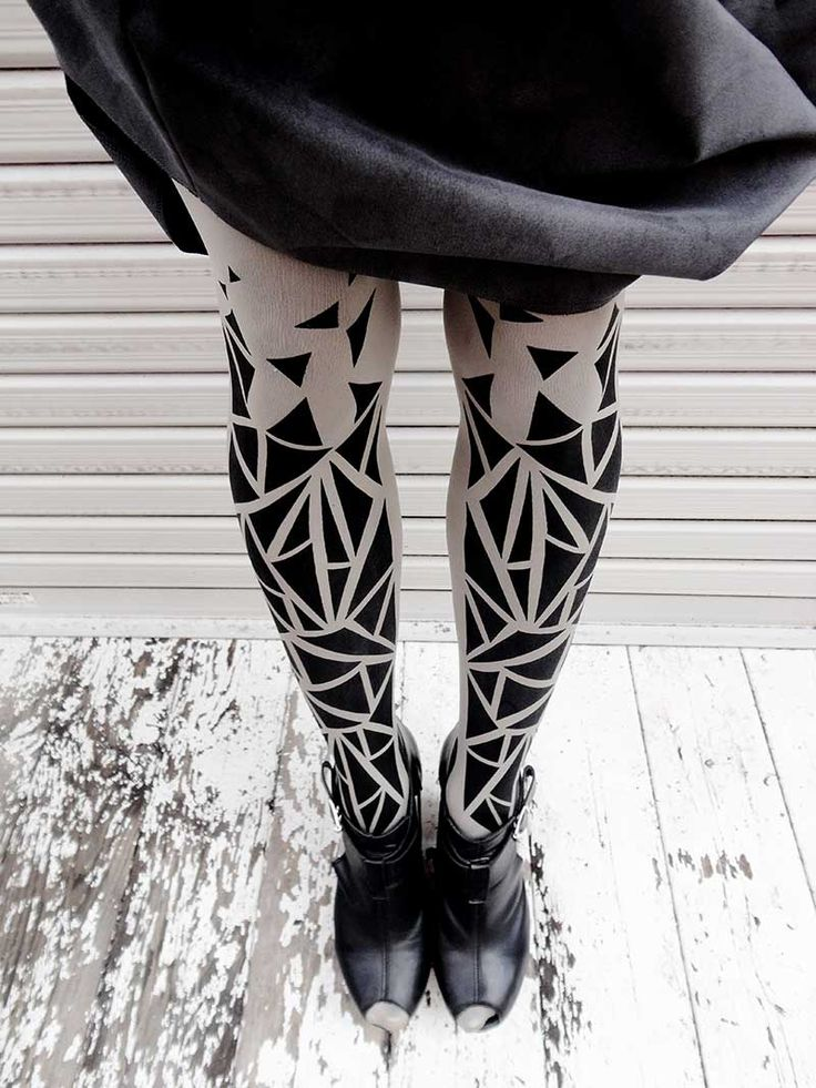 Triangles Pattern Print Tights Grey & Black Lookbook by @wonderlandharu #TrendyLegs