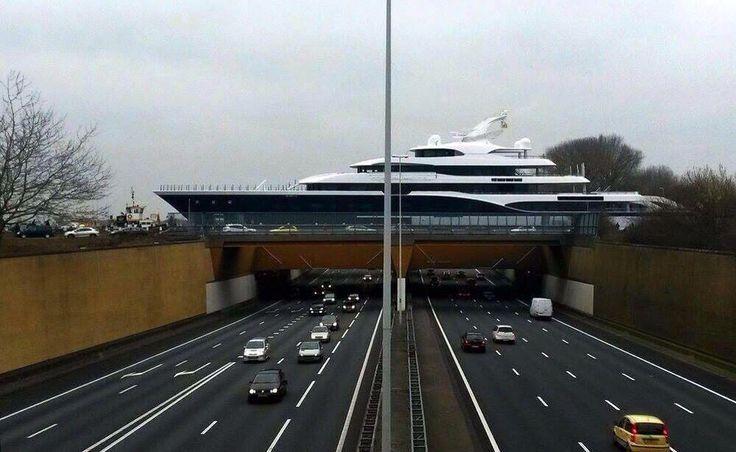 Hier volgt 'n verkeerswaarschuwing bij #Gouda. Op de #A12 ondervindt het verkeer last van overstekende schepen...