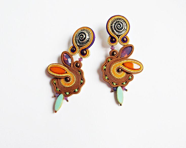 Stoffgrund Ohrringe. Auffällige Ohrringe. Fett von Soutachebypanka