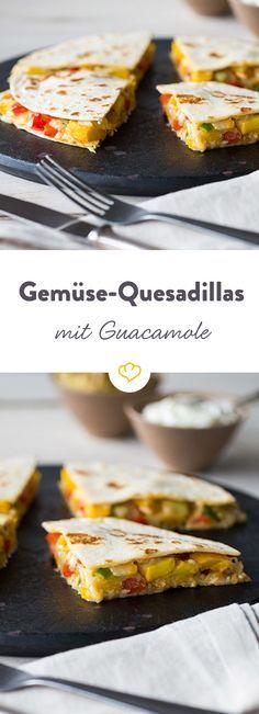 Würziger Käse, saftiges Gemüse und selbstgemachte Guacamole machen die mexikanischen Quesadillas zum Lieblingssnack auf deiner nächsten Party.