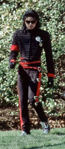 Michael Jackson strolling around in his yard. Great photo~