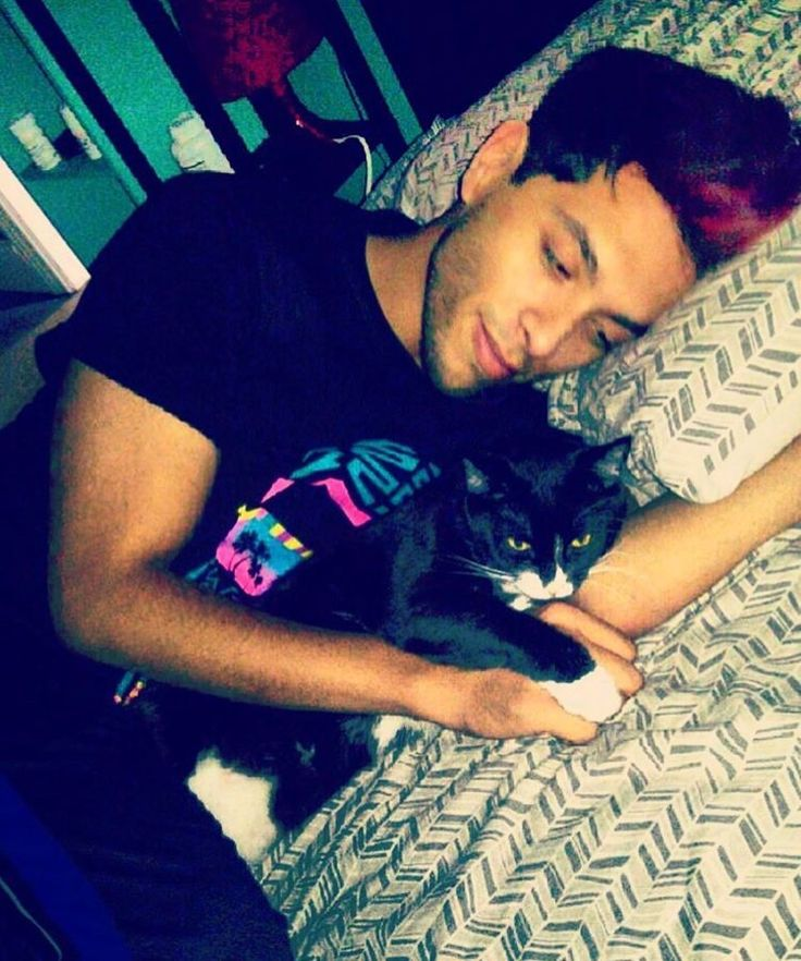 Brandon Rogers The cat is adorable ^^