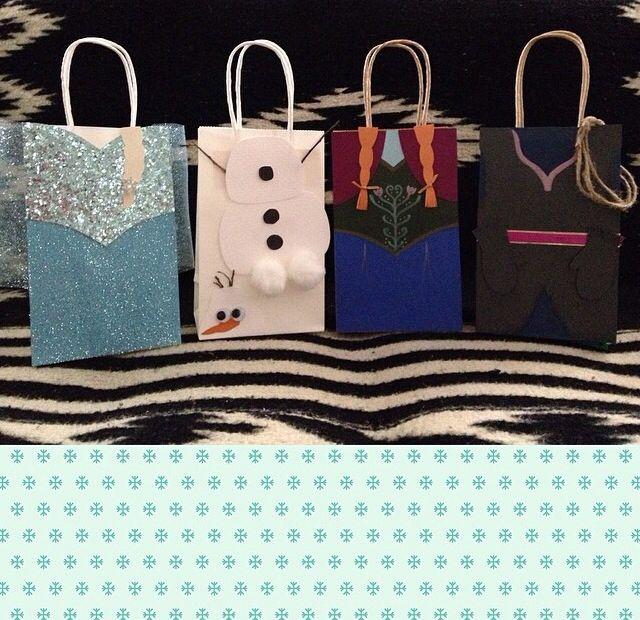 Unique diy favor bags-love the Olaf bag...