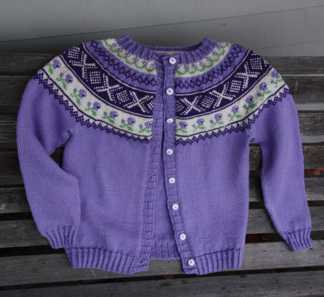 Modell 259-11 fra Gjestal. Mønsteret gratis på nettet som genser.