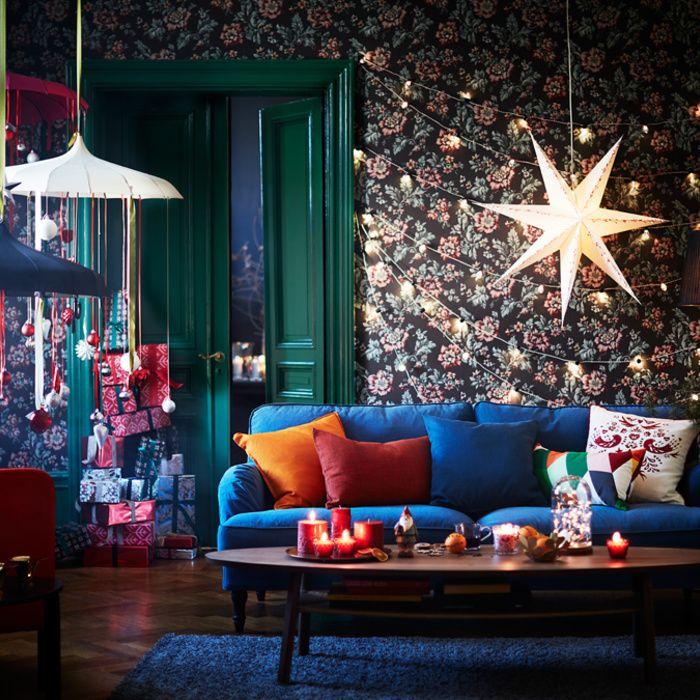 C'est dans un appartement bohème coloré qu'Ikea dévoile cette année sa collection de Noël plutôt traditionnelle. Une ligne composée d'accessoires et décorations de couleurs rouge, blanche et argentée.