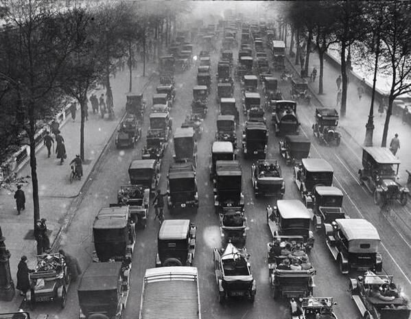 In case you thought traffic is a modern problem I give you London's Embankment in 1926.
