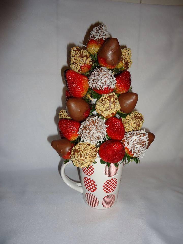 DULCE CAPRICHO. Deliciosas fresas al natural en combinación con fresas en chocolate con capas de maní y coco rayado. $89.900.