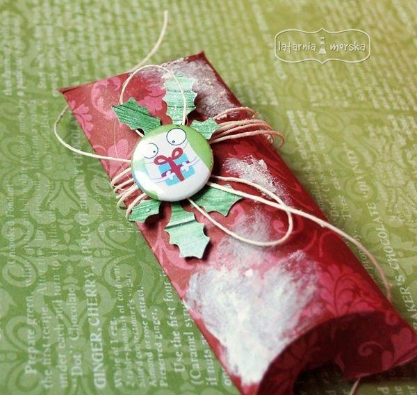 prezent świąteczny  http://www.hurt.scrap.com.pl/plakietka-flair-buttons-potworna-kolekcja-2.html