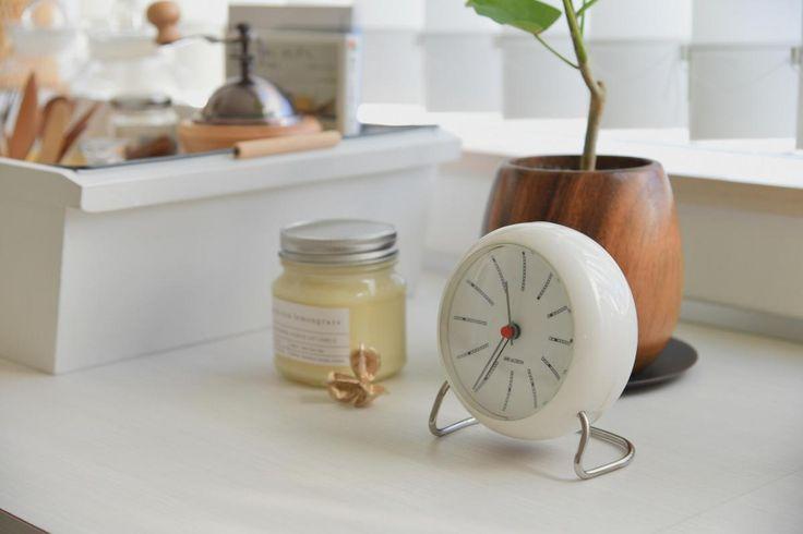 おしゃれな時計でセンスアップ!北欧インテリアブロガーのおすすめ4選 ... 朝の目覚めも北欧を感じる置き時計