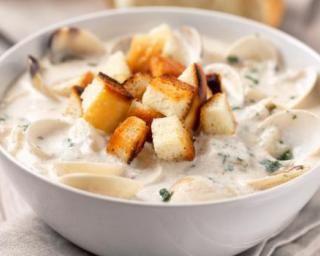 Nage de coques en crème d'ail allégée : http://www.fourchette-et-bikini.fr/recettes/recettes-minceur/nage-de-coques-en-creme-dail-allegee.html