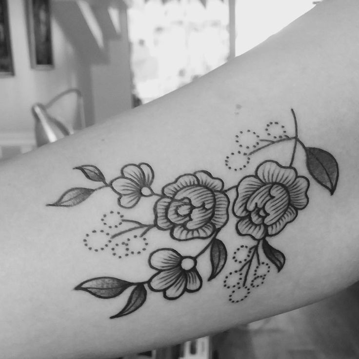 Merci Samia ! #tattoo #armellestb #black #blacktattoo #blackwork #blackworkers #flowerslovers #flower #flowers #flowerstattoo #flowerpower #flowermagic #floweroftheday #plants #engraving #engravingtattoo #engraved #blackart #blxckink #blacktattooart #blackworkerssubmission #tttism #vgnink #tattooisartmag #chezmémétattoo @chez_meme_paris #girlwithtattoos #bunchofflowers