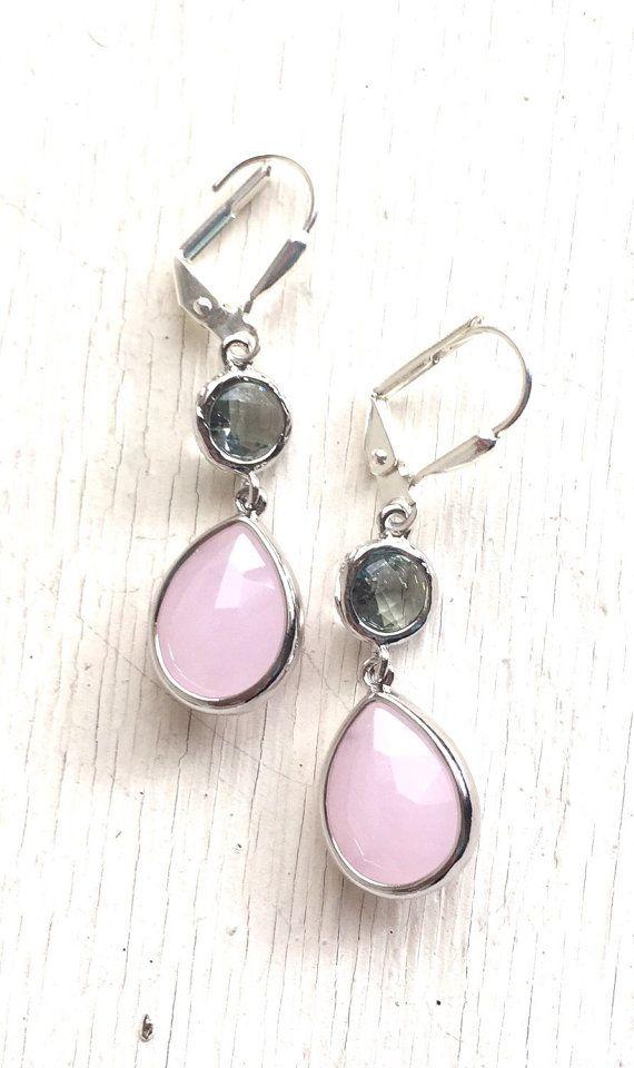 Zachte roze Teardrop en houtskool grijs Jewel Drop door RusticGem