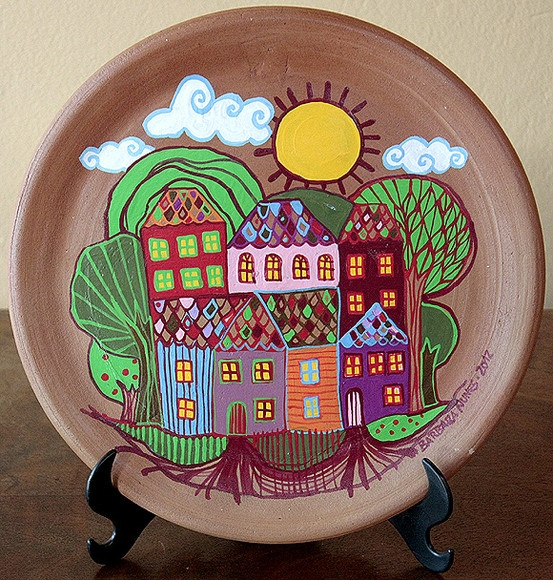 Prato de cerâmica pintado a frio. O suporte de mesa não está incluído R$65,00 ( eu amei)