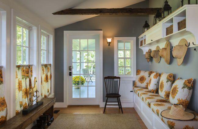Декоративные деревянные балки на потолке - элемент декора в провансе