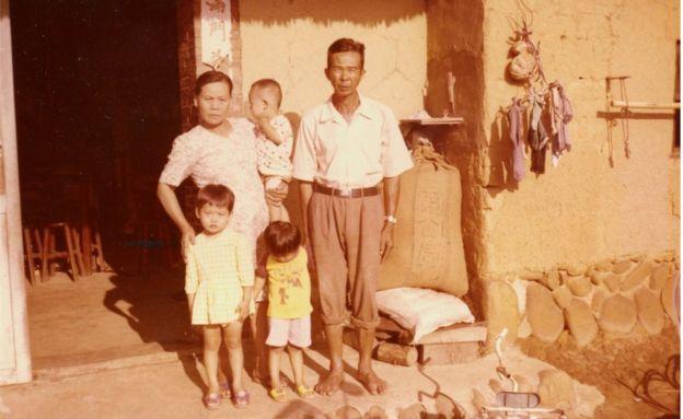 Tsu Man Hsu's parents with their grandchildren - inspiring rags to riches story