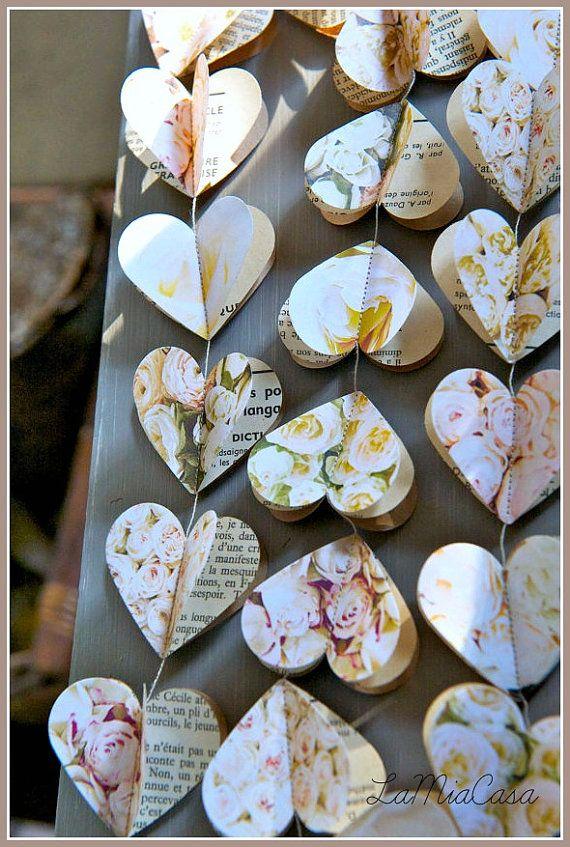 °°°°°°°°°°°°°°°°°°°°°°°°°°°°°°°°°°°°°°°°°°°°°°°°°°°°°°°°°°°°°°°°°°°° Ich habe diese schöne Girlande mit der romantischen Hochzeit in meinem Kopf gemacht :) Es würde auch die meisten adorable Valentinstag Dekoration machen!  3 Schichten der Herzen (jeweils 2) Form die atemberaubende 3D Aspekt beigefügt:  1. Schicht: Vintage-Stil-Rosen, ein Design, die AUSSCHLIEßLICH für LaMiaCasa,  2. Schicht: Jahrgang Französisch-Seiten Buch  3. Schicht: Papier Handwerk  Bitte wählen Sie die Länge im Menü…
