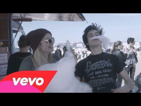 Louane - Chambre 12 (Vidéo Lyrics) - YouTube Louane Emera - #RadioAlouette #Musique #Chanteuse