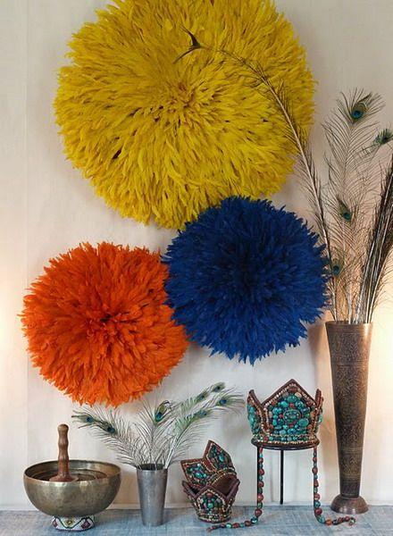 Тренд: Juju hats.Камерунские шляпы из птичьих перьев в интерьере