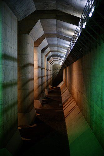 Tokyo's gigantic flood prevention system