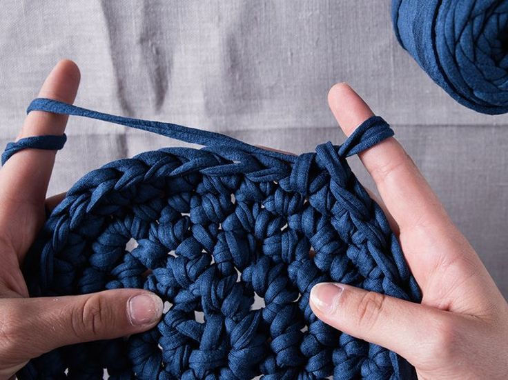 Tutoriel DIY: Crocheter une petite corbeille avec les doigts via DaWanda.com