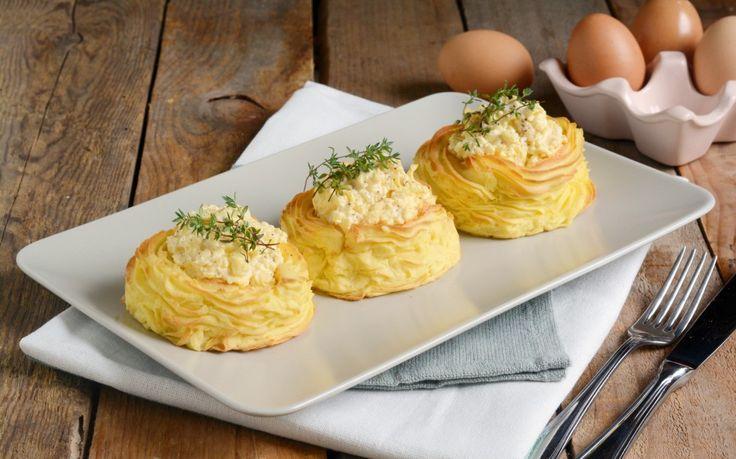 Nidi di patate con uova ricetta