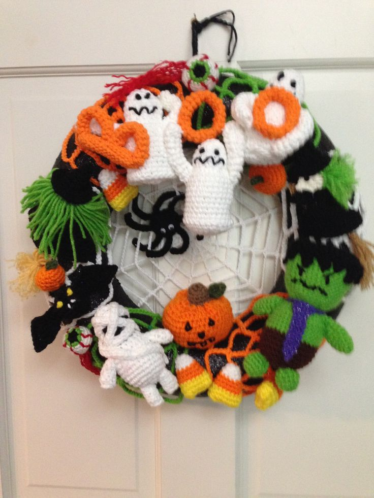 Halloween Wreath made from various free patterns from Dorothy Mewhorter, Littlemeecreations.com, Lionbrand Yarn Company,,www.petalstopicots.com,,Baby bat Ornaments by Bowtykes, Flying Witch Fridgie by Crochetmemories.com, Trick or Treats pattern Lily Sugar n' Cream