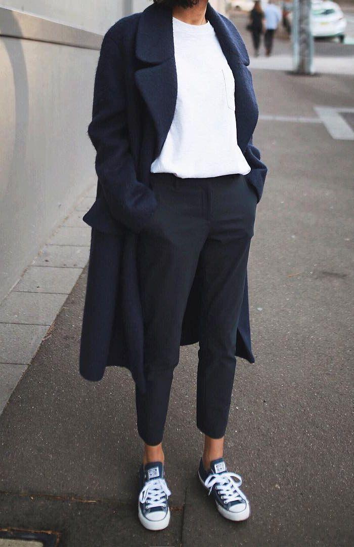 Minimalistisch – Komfort – Chic – Stil – Idee – Trenchcoat – Lang – Jeans – T-Shirt