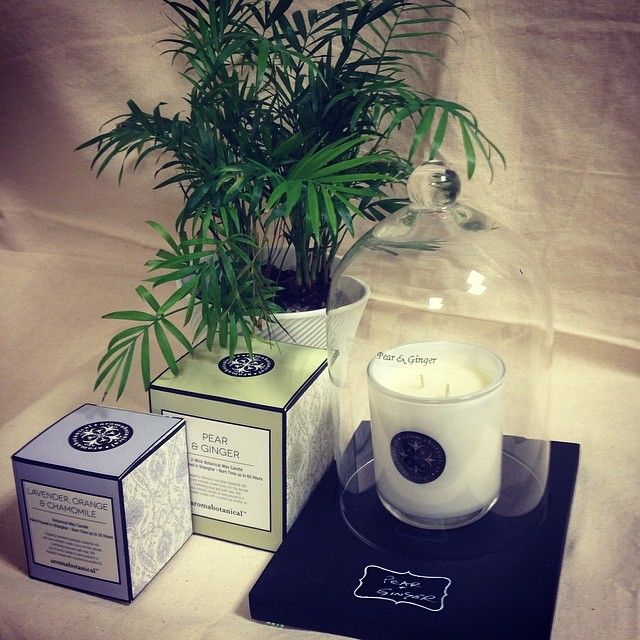 Brighten Mom's day with one of our #aromabotanicals scented candles today!