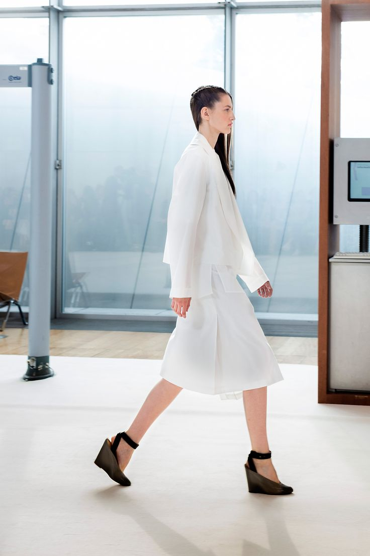 5. Trench-shirt and asymmetrical blouse in cotton poplin, wrapover skirt in cotton seersucker and wedge sandals in leather