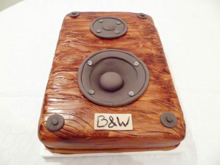 Speaker cake. Must try this...