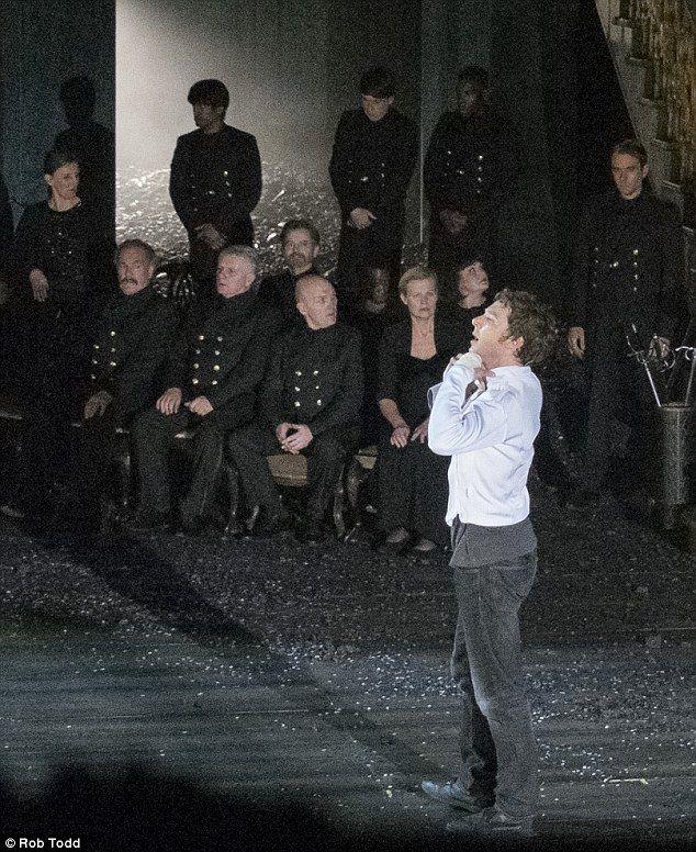 Benedict Cumberbatch Young Sauron 61932 Infobit